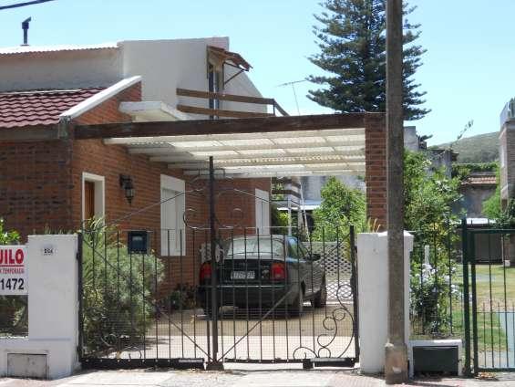 Vendo casa con 2 apartamentos en el centro de piriapolis