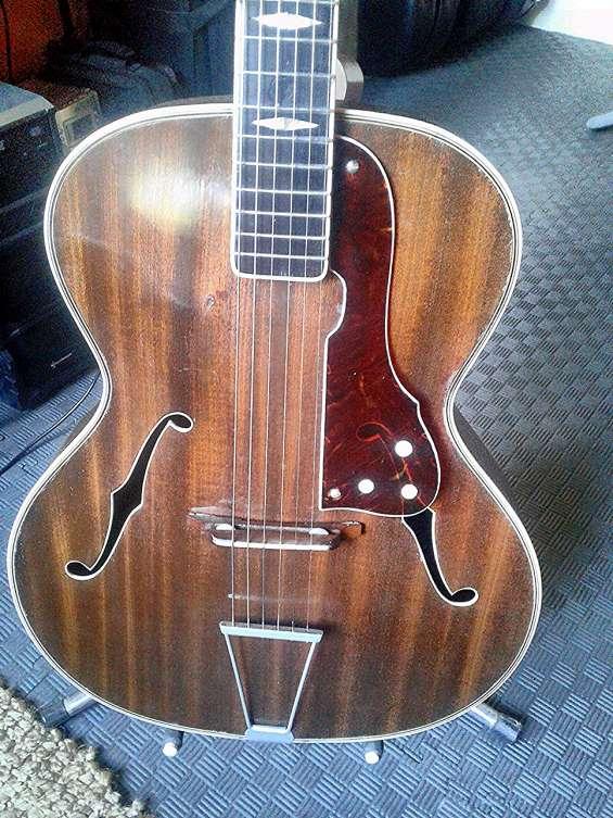 Guitarra checa de coleccion bhoemian jazz